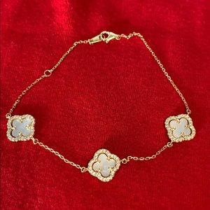 Jewelry - Gold Bracelet 71/2 inches